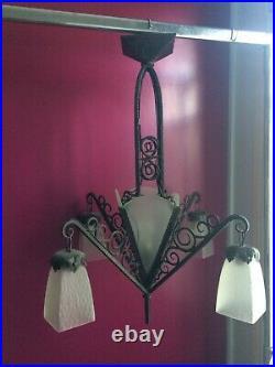 Ancien lustre, plafonnier, suspension fer forgé et verre dépoli, années 40