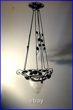 Ancien petit lustre suspension Art Déco fer forgé et verre mat