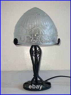 Ancienne Lampe Fer Forgé art déco, avec Dôme en verre moulé a décors papillons