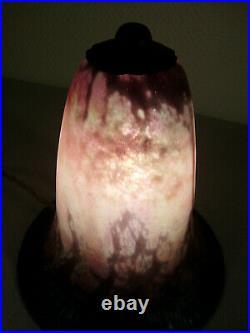 DAUM NANCY Lampe veilleuse art déco en fer forgé & tulipe pâte de verre signée