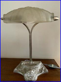 Lampe Art Déco argentée signée Paris Star verre pressé moulé de style Schneider