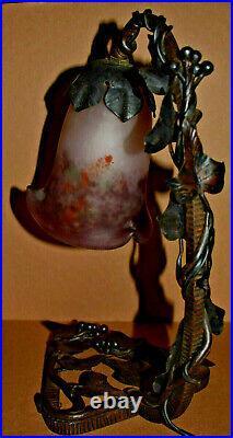 Lampe art déco fer forgé signé GVer et tulipe pâte de verre Degué