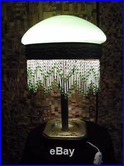 Lampe de table vintage art deco table lamp with bead. Green opaline globe