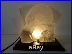 Lampe veilleuse ancienne de style ART DECO verre pressé moulé Dlg Lalique Esven
