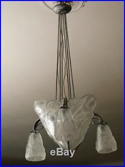 Lustre Art Déco signé DÉGUÉ 3 tulipes vasque centrale verre moulé pressé