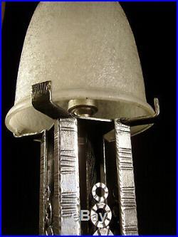 Muller Frères Lampe Art Déco En Fer Forgé Et Obus En Verre Vermiculé 1930