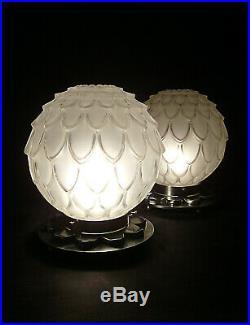 P. Davesn Paire De Lampes Art Déco En Verre Moulé Et Métal Poli 1930