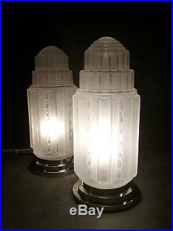 Paire De Lampes Building Moderniste Art Deco Skyscraper Signees J. Robert 1930