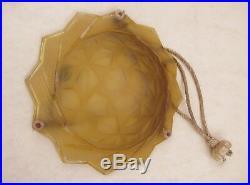Plafonnier / lustre Art déco en verre moulé pressé en état de marche