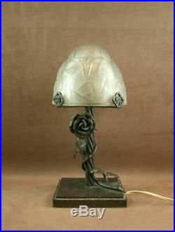 Superbe Lampe Art Déco En Fer Forgé Signé Et Obus En Verre Pressé Degué 1930
