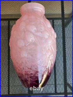Vase Art Déco, signé André Delatte, en verre rose-violet / Brocante-et-compagnie