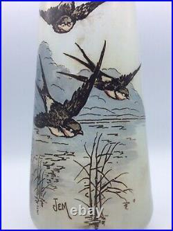 Vase en verre soufflé teinté émaillé à décor dhirondelles signé Jem Art Déco