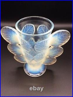 Vase verre moulé pressé opalescent signé Pierre DAvesn modèle Feuilles Art Déco